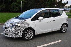 Opel Meriva 2014 тайно сняли на видео (фото + видео)